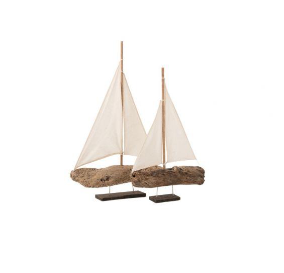 Barca a vela su piede in legno di mare naturale
