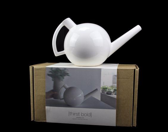 Thirst Bold annaffiatoio design ceramica bianca: attrezzi giardinaggio D&M