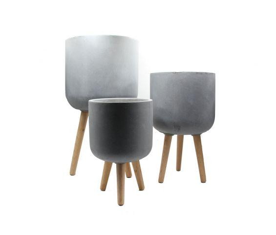 Vaso in cemento e resina su piedi in legno