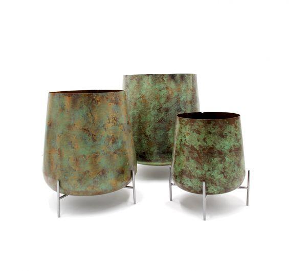 Vaso Serina Green Small con piedi in metallo : Vasi di design in metallo