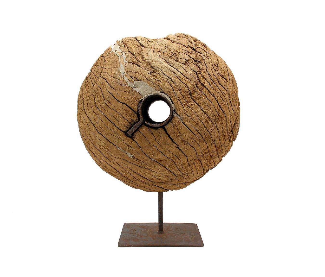 Ruota in legno su base in ferro